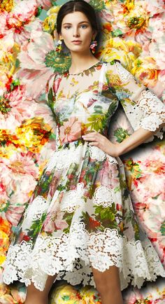 A kaleidoscopic bouquet of flowers - Dolce Womenswear Collection Flower and Fruit Print Dress Printed Chiffon With Lace Application Fashion Moda, Look Fashion, Fashion Art, Editorial Fashion, Fashion Design, Floral Fashion, Fashion Prints, Natalie Clifford Barney, Elie Saab Spring