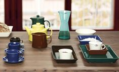 Teema plate is part of Teema tableware collection from Iittala. Teema collection was designed by Kaj Franck in and is based on familiar and basic shapes – a circle, a square and a rectangle. Glass Design, Scandinavian Style, Dinnerware, Mid-century Modern, Tea Pots, Pottery, Design Shop, Dishes, Table Decorations
