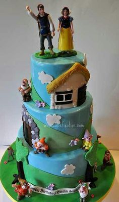 Snow White and the Seven Dwarfs cake.