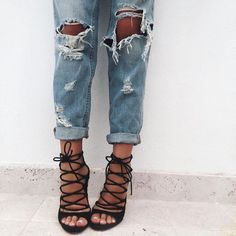 Boyfriend jeans and lace-up black heels. - Prada Heels - Ideas of Prada Heels - Boyfriend jeans and lace-up black heels. Amo Jeans, Denim Jeans, Ripped Jeans, Jeans Heels, Shoes Heels, Jeans Leggings, Destroyed Jeans, Lace Up Heels, Dress Shoes