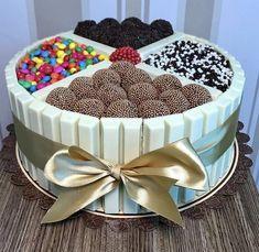 Have you ever asked yourself do you really want healthy desserts? More info and hacks in our full article :) Torta Candy, Candy Cakes, Cupcake Cakes, Cake Recipes, Snack Recipes, Dessert Recipes, Diet Recipes, Cake Chocolat, Easy Smoothie Recipes