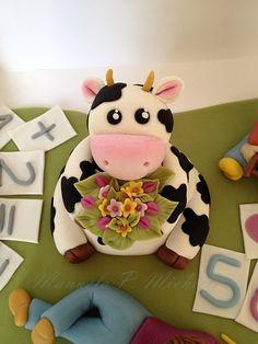 Fondant cow by Manuela P. Michieli