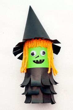 Cute Witch Decor from Toilet Paper Roll - Fun Thrifty Mom diy halloween crafts with paper - Diy Paper Crafts Halloween Arts And Crafts, Theme Halloween, Halloween Diy, Halloween Decorations, Halloween Halloween, Paper Decorations, Vintage Halloween, Paper Towel Roll Crafts, Towel Crafts