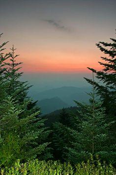 ✯ Blue Ridge Parkway Mountains...beauty is beyond comprehension. A favorite destination.