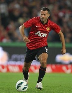 Manchester United veteran Ryan Giggs says the players can't wait to get the season off and running against Everton at Goodison Park. Manchester United Players, Manchester United Football, Manchester City, Man Utd Squad, Official Manchester United Website, Fc 1, Sir Alex Ferguson, Match Highlights, Vintage Football