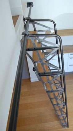 """Réalisation sur mesure d'un escalier d'inspiration """"Nantaise"""" (Jules Verne, les machines de l'île) pour une mézzanine d'un appartement place de la Bourse. Escalier sur rail pliable et escamotable Retour accueil"""