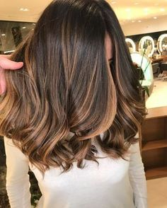 Are you going to balayage hair for the first time and know nothing about this technique? Or already have it and want to try its new type? We've gathered everything you need to know about balayage, check! Brown Hair Balayage, Brown Blonde Hair, Brunette Hair, Dark Hair With Highlights And Lowlights, Brunette Mid Length Hair, Chocolate Hair With Caramel Highlights, Balayage Hair Brunette Medium, Medium Hair Highlights, Caramel Balayage Brunette