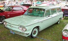 LOVE those old station wagons!