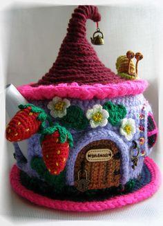 Warmer for teapot Fairy-tale house. Crochet Geek, Crochet Home, Cute Crochet, Hand Crochet, Crochet Granny, Teapot Cover, Crochet Fairy, Housewarming Party, Finger Knitting