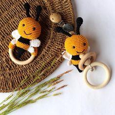 Crochet Baby Toys, Diy Crochet, Eco Friendly Toys, Wooden Animals, Baby Rattle, Lana, Crochet Projects, Little Ones, Crochet Earrings