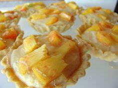 <p>Çok lezzetli ve hafif bir tart tarifi. Malzemeler (10 adet için) Tart hamuru için 250 gram (1,5 su bardağı) un 125 gram tereyağı 100 gram (5 yemek kaşığı) şeker 1 adet yumurta sarısı 1 çay kaşığı vanilya Kreması için 1/2 litre süt 1 paket vanilya 6 adet yumurta sarısı 100 gram (5 yemek kaşığı) şeker […]</p>