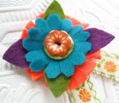 teawagontales: felt corsage tutorial....quick and easy :)