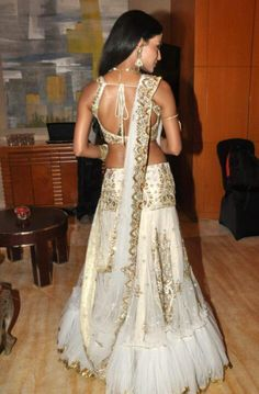 Fashion Central is an Indian fashion & lifestyle magazine. Brings news from Bollywood and Indian fashion & film industry for viewers. Indian Bollywood, Bollywood Fashion, Saris, Indian Dresses, Indian Outfits, Indiana, Indie Mode, Desi Clothes, Indian Clothes