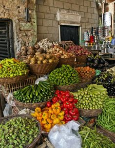 Fresh food markents, this one in Cairo, Egypt looks amazing! Fruit And Veg, Fruits And Vegetables, Fresh Fruit, Kairo, Farm Stand, Cairo Egypt, Thinking Day, Farmers Market, Harvest