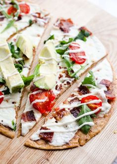Ranch BLT Pizza with Avocado ...easy, delicious and light on calories! This recipe is super quick, tasty and has very little prep work. Made with our partner #FlatOutFresh