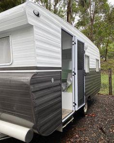 Caravan Renovation Diy, Caravan Makeover, Retro Caravan, Caravan Ideas, Motorhome, Caravan Conversion, Viscount Caravan, Vintage Caravans, Vintage Campers