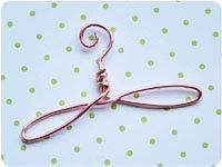 Tutorial Mini Wire Hanger, for those paper dresses....