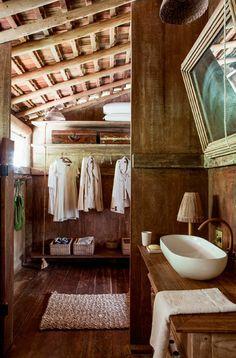 Bathroom. Banheiro. Wood. Madeira.