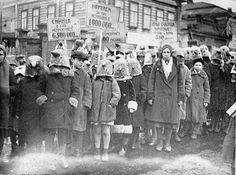 Митинг школьников против уничтожения птиц в 1934 году