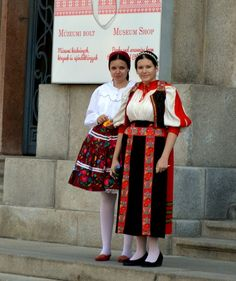 Women dressed in Hungarian folk costumes Folk Costume, Costumes, Hungary Flag, Best Christmas Presents, Bring It On, Culture, Celebrities, Womens Fashion, Celebrity
