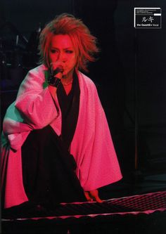 Takanori (Ruki) Matsumoto (the GazettE) ahh! I loved this hairstyle on him! (Probably because it's blonde.. lol!)