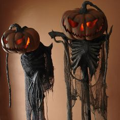 Perfect for having at either side of the front door to 'welcome' trick or treaters...