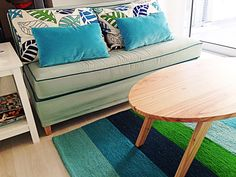 Algunos diseños de nuestras creativas clientas. Como siempre, todas estas alfombras se tejieron 100% a mano en pura lana natural y se pueden hacer a medida en el tamaño y con el diseño y la combinaciones de colores que más te guste con solo visitar nuestra web o alguno de nuestros locales.