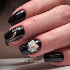 The black nail designs are stylish. It is loved by beautiful women. Black nails are an elegant and chic choice. Color nails are suitable for… Black Nail Designs, Winter Nail Designs, Nail Art Designs, Fabulous Nails, Gorgeous Nails, Cute Nails, Pretty Nails, Hair And Nails, My Nails