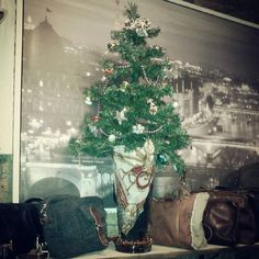 Christmas vintage shop three arrangiament with jewels and necklage earrings in a glass vase