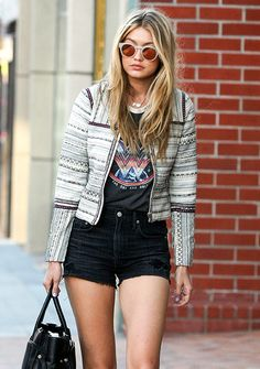 Gigi Hadid à Los Angeles en avril 2015 http://www.vogue.fr/mode/inspirations/diaporama/les-looks-mode-off-duty-de-gigi-hadid/23880#gigi-hadid-los-angeles-en-avril-2015
