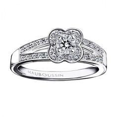 Bague de fiançailles en or blanc, diamant central et diamants - Bague: Mauboussin, modèle Chance of love - La Fiancée du Panda blog Mariage et Lifestyle