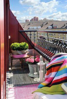 Sommer Balkon Kleiner Tisch Vintage Deko Ideen | My House ... Ideen Fur Balkon Deko Boho Chic Personlichkeit