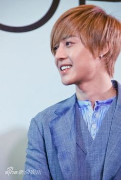 I like this look.  But so much product. Seems like he could sport a more natural style.   kim hyun joong