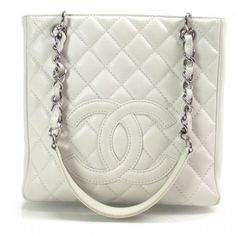 Beautiful Chanel bag for summer