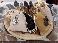 food party _ idea home sweets wedding design decor gifts pijama love flowers phone photo Diwali Gift Box, Ramadan Gifts, Eid Gift, Deodorant, Eid Hampers, Eid Mubarak Gift, Eid Card Designs, Eid Crafts, Diy Food Gifts