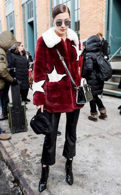 Yay or Nay? Bella Hadid in a star-patterned fur jacket, black pants, boots, cross body bag and aviator sunglasses at the New York Fashion Week Bella Hadid Outfits, Bella Hadid Style, Models Off Duty, Look Street Style, Vogue, Celebrity Look, Celeb Style, Trends, Skinny
