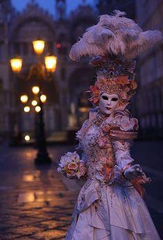 Traditional Venetian Costume/Mask for the Carnevale di Venezia (Venice, Italy) Venetian Costumes, Venice Carnival Costumes, Venetian Carnival Masks, Carnival Of Venice, Venetian Masquerade, Masquerade Party, Masquerade Masks, Pierrot Clown, Costume Carnaval