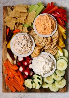 The Best Easy Party Appetizers, Hors D'oeuvres, Delicious Dips and Finger Foods Recipes – Quick family friendly tapas and snacks for Holidays, Tailgating, New Year's Eve and Super Bowl Parties! – Everything About Appetizers Elegant Appetizers, Yummy Appetizers, Appetizers For Party, Appetizer Recipes, Easy Summer Appetizers, Summer Appitizers, Birthday Appetizers, Appetizers Table, Party Platters