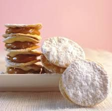 Culinary space: Alfajor, sweet and delicate Just Desserts, Delicious Desserts, Yummy Food, Chilean Recipes, Chilean Food, Chilean Desserts, Spanish Dishes, Peruvian Recipes, Latin Food