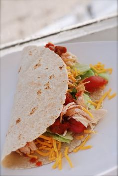 easy dinner idea ~ 5 minute rotisserie chicken tacos (Rotisserie chicken is often about the same price as a raw dryer, and it is a great alternative to takeout or fast food. Serve these tacos, chicken with pasta, or round out a simple chicken dinner with a salad, canned greens, dinner rolls (if your grocery store has good quality mashed potatoes, those ate good, too!), & fruit.