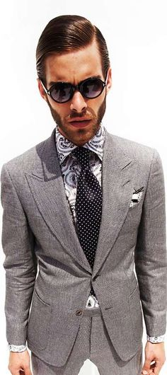 Suit by Tom Ford. Fantastic! not a fan of the shirt. but the suit and tie ish #suits #menswear #style