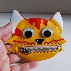 Little Vintage Cat Head Coin Purse Plastic Bag Pouch Zip Zipper Teeth Red Yellow Googly Eyes 1980s 80s Novelty Kitsch Butterscotch Kitty