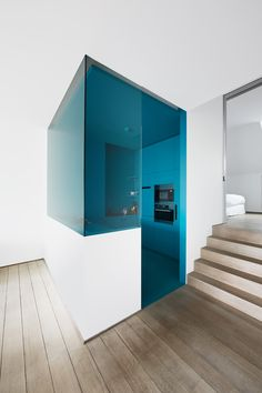 Wave Architecture ~ Architecture and interior design ~ Brussels, Belgium Small Apartments, Small Spaces, Kitchen Tops, Fireplace Design, Apartment Interior, Beautiful Kitchens, Interior Design Kitchen, Colorful Interiors, Interior Architecture