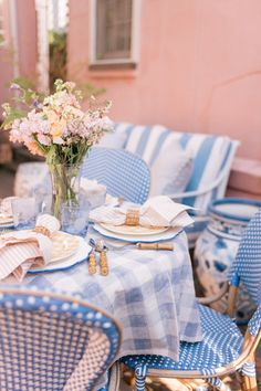 Gingham Tablecloth, Fresco, Easter Table Settings, Inspired Homes, Table And Chairs, Bistro Chairs, Outdoor Living, Sweet Home, Room Decor
