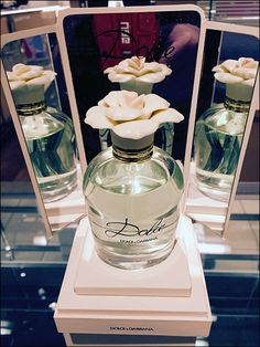 "A mirrored pedestal presents Dolce-Gabbana® Perfume as a unique one-of-a-kind offering. In this case the mirrors are focused on the ""hero"" of the display and do not reflect any background cl..."