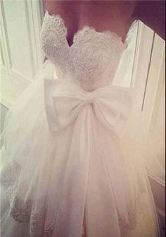 Gorgeous dress, only with a pink bow #weddinggowns