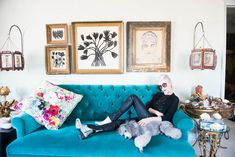 Total crush on Linda Rodin and her New York Living Room Rodin, The Coveteur, Advanced Style, Love Her Style, Elle Decor, Blue Velvet, Your Space, Small Space, Color Pop
