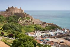 Gorey town is overlooked by Mont Orgueil Castle in Jersey in the Channel Islands Jersey Channel Islands, Big Island, Great View, Places To See, Travel Inspiration, Things To Do, Beautiful Places, Castle, Around The Worlds