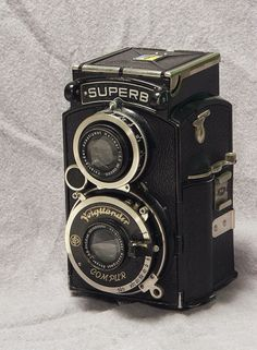 lovely old voightlander camera Antique Cameras, Old Cameras, Vintage Cameras, Canon Cameras, Canon Lens, Leica Camera, Nikon Dslr, Camera Gear, Classic Photography