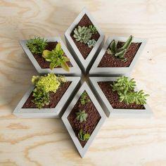 Muuch Rhombus Modular Flowerpot by Estudio Floga. Cement Art, Concrete Crafts, Concrete Projects, Decoration Minnie, Cement Flower Pots, Diy Concrete Planters, Concrete Furniture, Deco Floral, Plant Decor